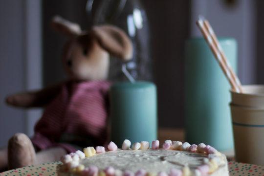 Zitronen-Kokos-Kuchen | Frühlingstorte | Kuchen zu Ostern | Rezept | Daily Malina